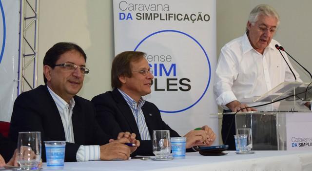 (Da esquerda para direita) João Zaine, vereador e líder de governo na Câmara Municipal, Bruno Quick, Gerente de Políticas Públicas do Sebrae e o ministro Guilherme Afif Domingos.
