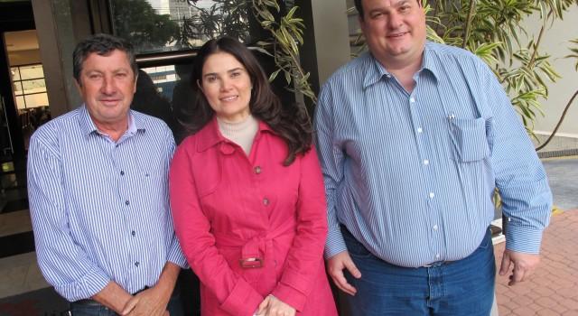 Júlio Lopes, Aline Corrêa e Ronald Penteado em reunião na capital paulista.