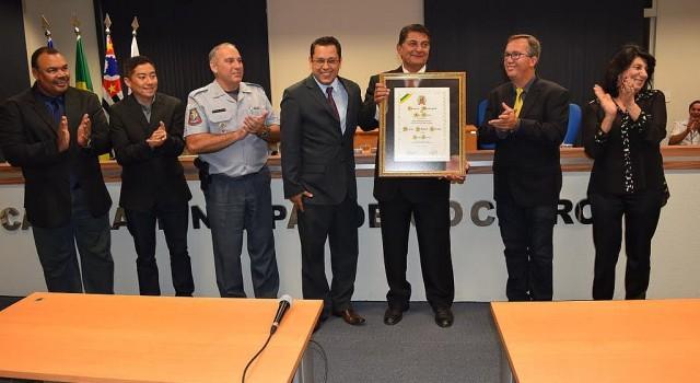 Capitão Marcos Queiroz recebeu o título de Cidadão Emérito no Legislativo
