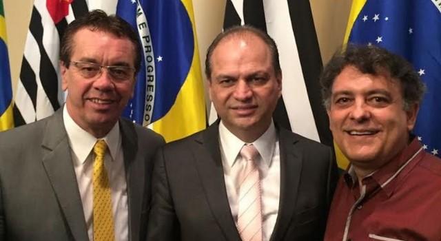 Assessor Augusto Jr, o ministro Ricardo Barros e o secretário municipal Geraldo Barbosa