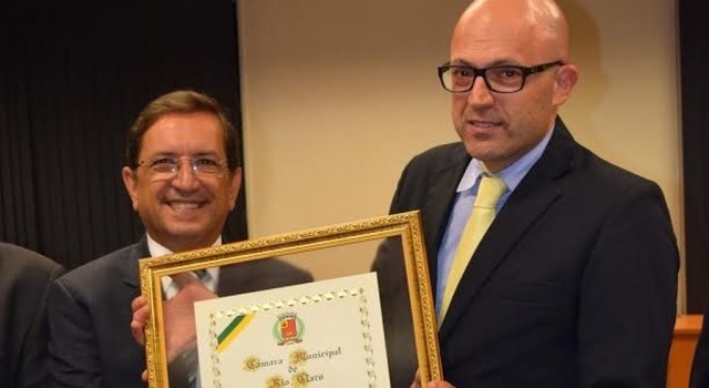 William Nagib Filho recebeu título de Cidadania das mãos do presidente do Legislativo,  João Zaine na noite da última segunda-feira, 5