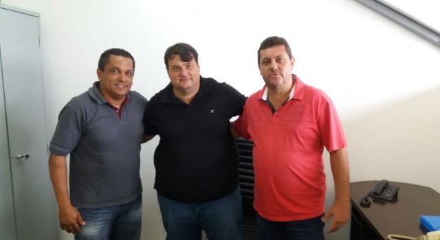 Renato Lino e Adriano La Torre na reunião com o secretário Ronald Penteado
