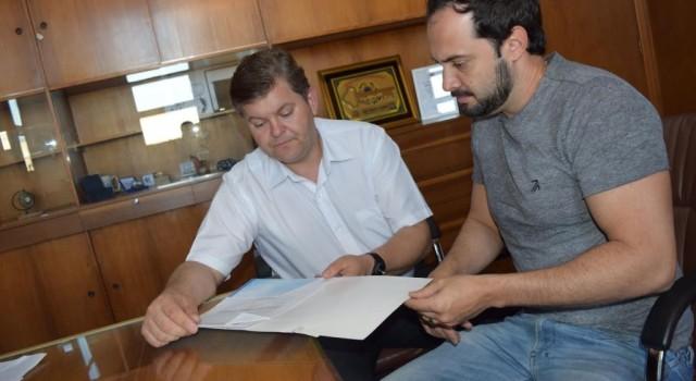 Prefeito Juninho da Padaria recebe reivindicação de Rafael Andreeta em prol da Assistência