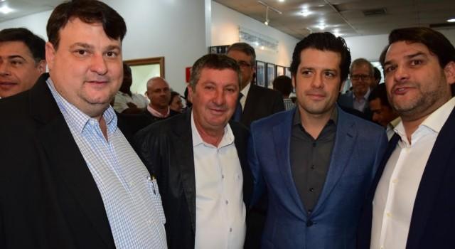 Secretário Ronald Penteado, vereador Júlio Lopes e o deputado federal Guilherme Mussi na posse do secretário Maurício Brusadin em São Paulo neste ano