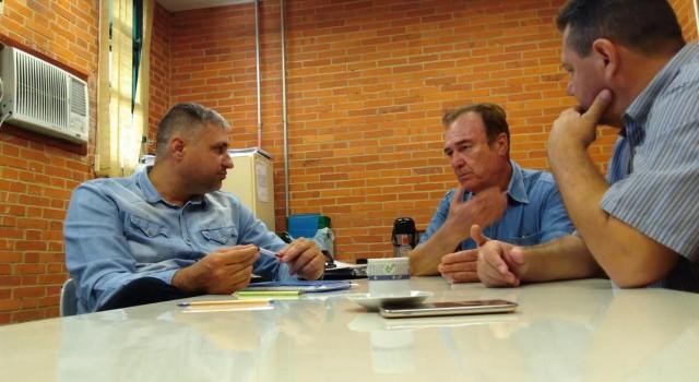 Secretário Adriano Moreira, vereador La Torre e o professor Sérgio Fernando Sartori